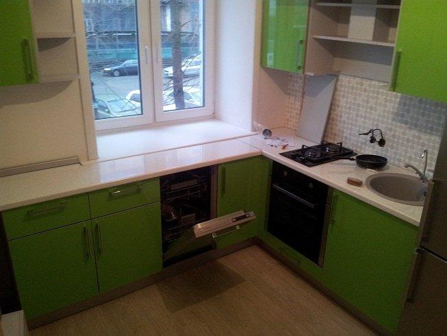 Дизайн кухни в хрущевке с газовой колонкой: увеличиваем небольшое пространство, маскируем трубы, обустраиваем рабочую зону