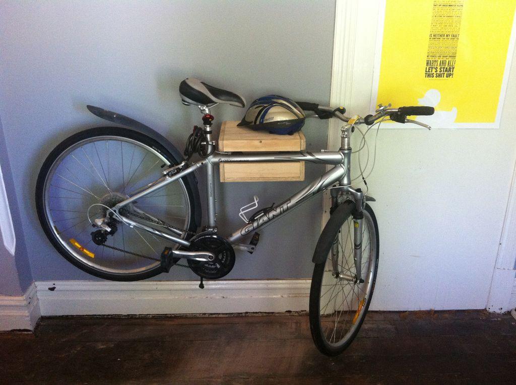 Гараж для велосипедиста: идеи по хранению велосипедов на стене и под потолком | гаражтек