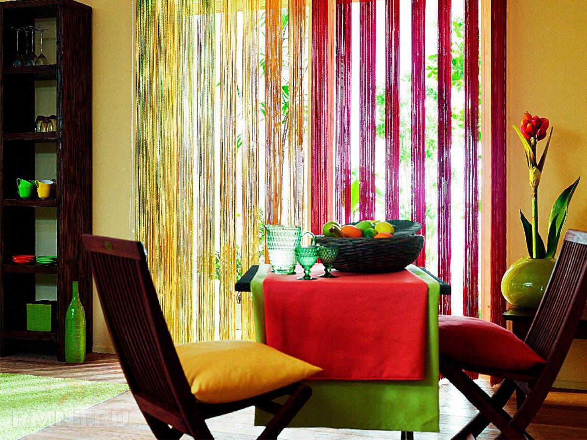 Шторы для гостиной на окно с асимметрией. несимметричные шторы на окне: кухни, гостиной и спальни. выбор цветового решения