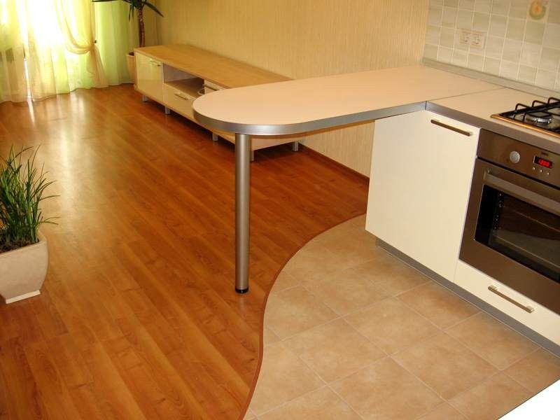 Дизайн плитки на кухне - интерьер с кафелем на полу +56 фото