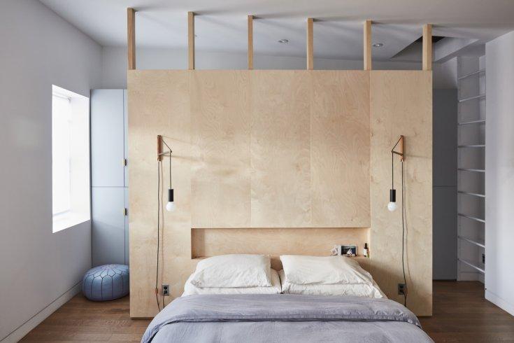 как оформить окно в спальне шторами