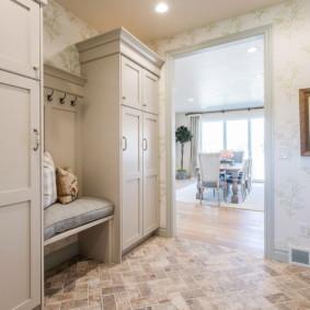 Обои для маленькой прихожей (49 фото): как правильно выбрать цвет и фактуру, какие изделия, зрительно увеличивающие пространство, подойдут для для узкого коридора в небольшой квартире