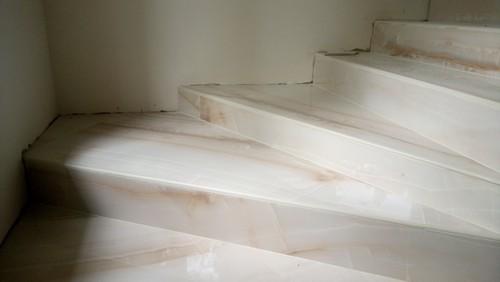 Керамогранит для крыльца на улице: противоскользящие покрытия для ступеней уличной лестницы