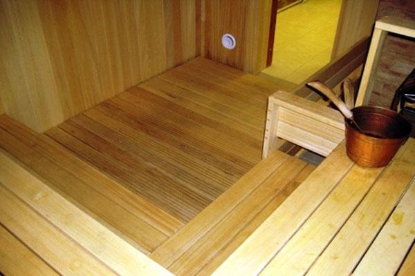 как сделать слив в бане под полом