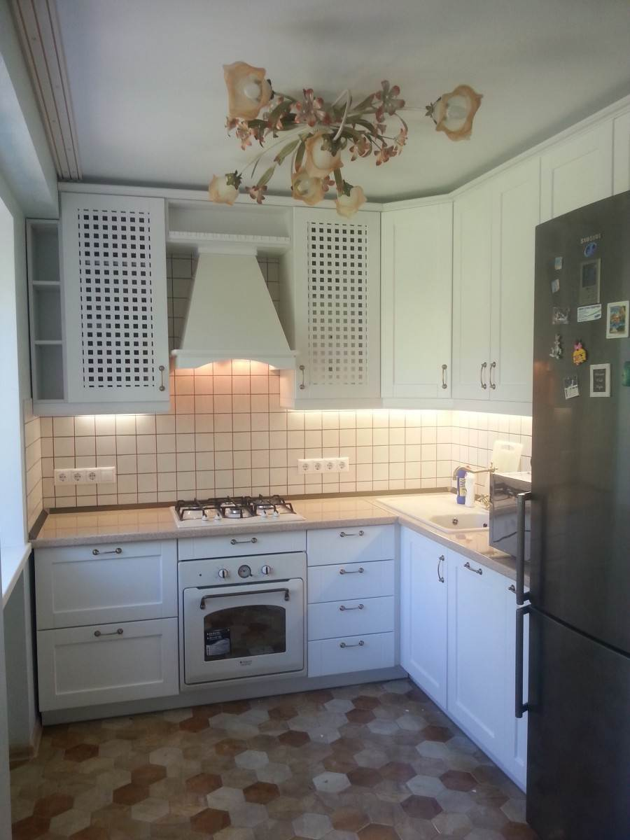 Особенности дизайна кухни с газовой колонкой - 75 фото