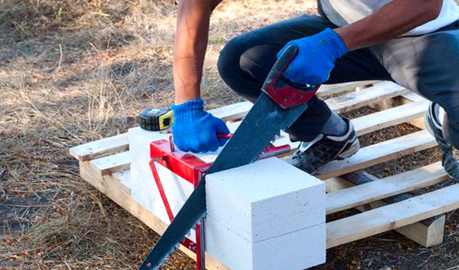 Какой нужен инструмент для работы с газобетоном?
