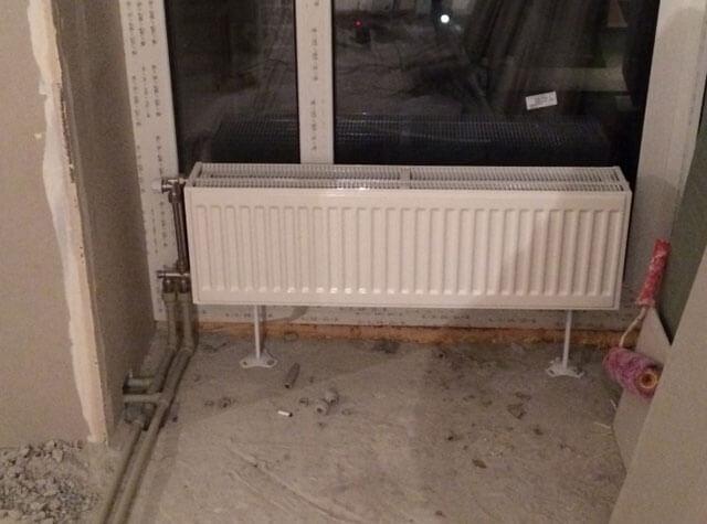 Достоинства и недостатки напольных встраиваемых радиаторов отопления