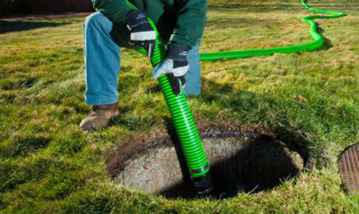 Как очистить выгребную яму без откачки своими руками