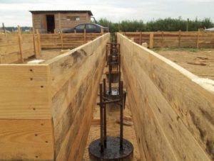 Свайный фундамент для частного дома: плюсы и минусы, устройство, строительство