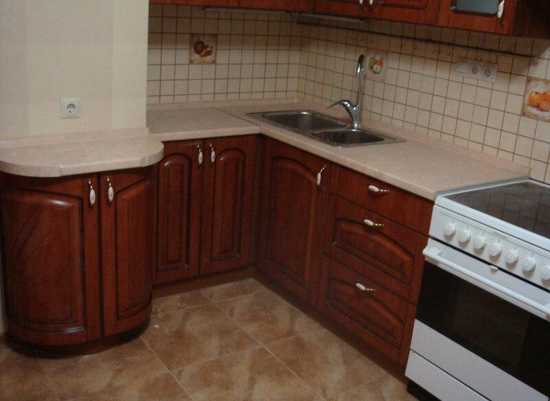 кухня с выступом