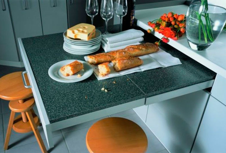 Выдвижные столешницы в дизайне кухни