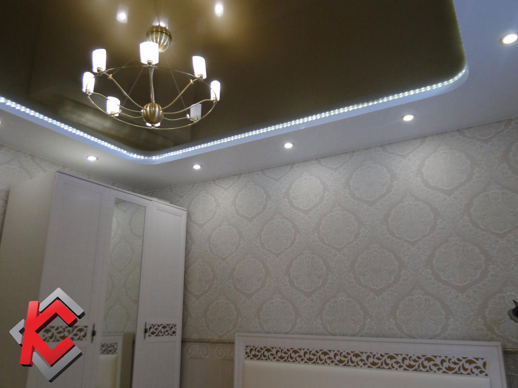 Варианты освещения комнаты с натяжным потолком: точечные, встраиваемые и накладные светильники, а так же их расположение на натяжном потолке