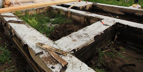 Залил фундамент простоял месяц опалубку снимать или оставить на зиму - строим сами