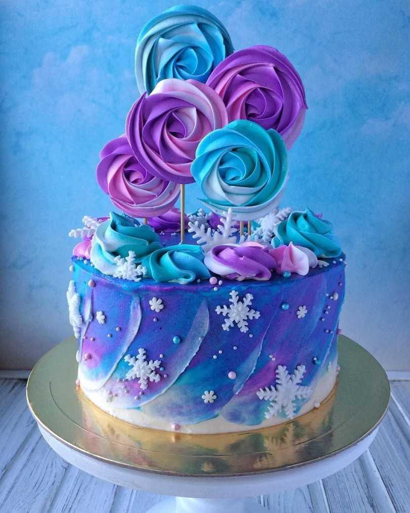 Как просто и быстро украсить торт дома?