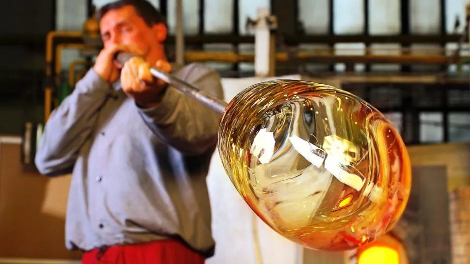 Производство из вторичного стекла - битого или стеклотары: товаров, изделий и другой продукции, а также способы переработки таких отходов и что из них можно сделать