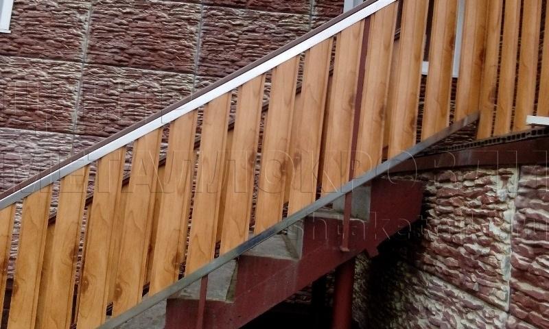 Забор из евроштакетника: фото реализации