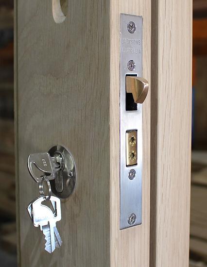 Магнитный замок на входную дверь – современное решение для комфорта и безопасности