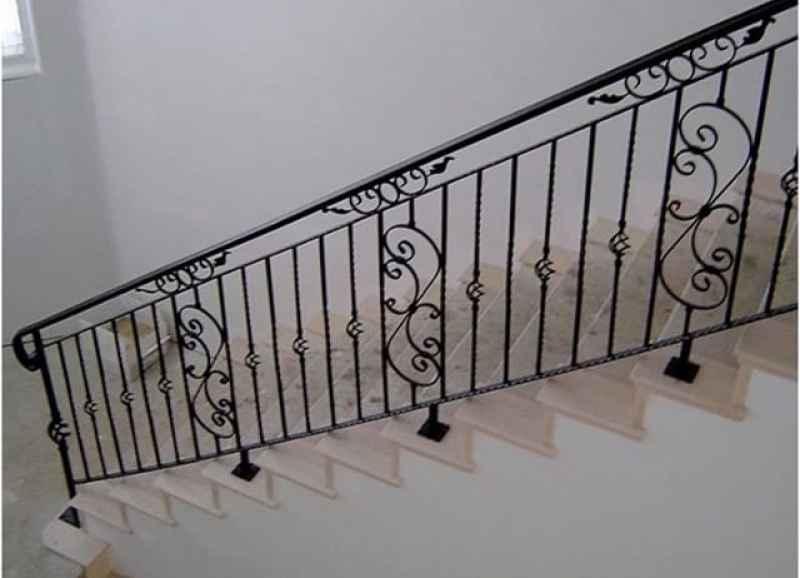 Перила для лестницы в частном доме как сделать своими руками