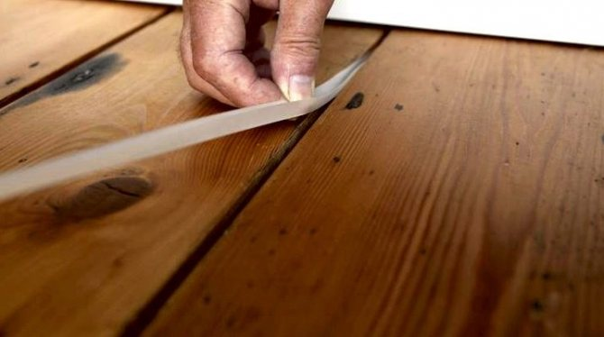 Заделка щелей в деревянном полу: чем замазать трещины между досками, заделка швов герметиком, чем можно зашпаклевать, шпаклевка, как убрать, фото и видео