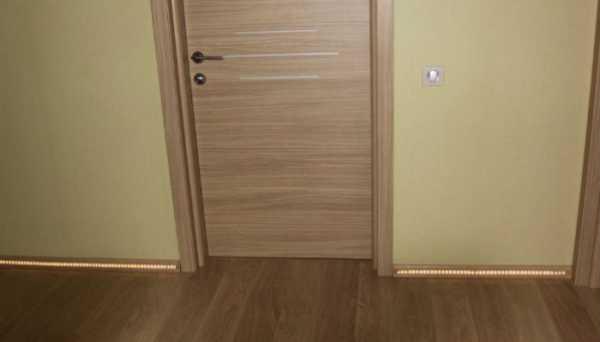 Темные двери в интерьере, фото, как можно с ними сочетать светлый пол
