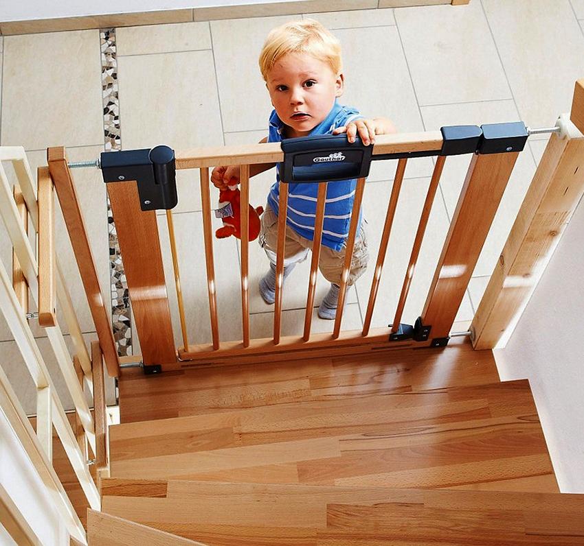 Ограждения для детей на лестницу: все для безопасности ребенка
