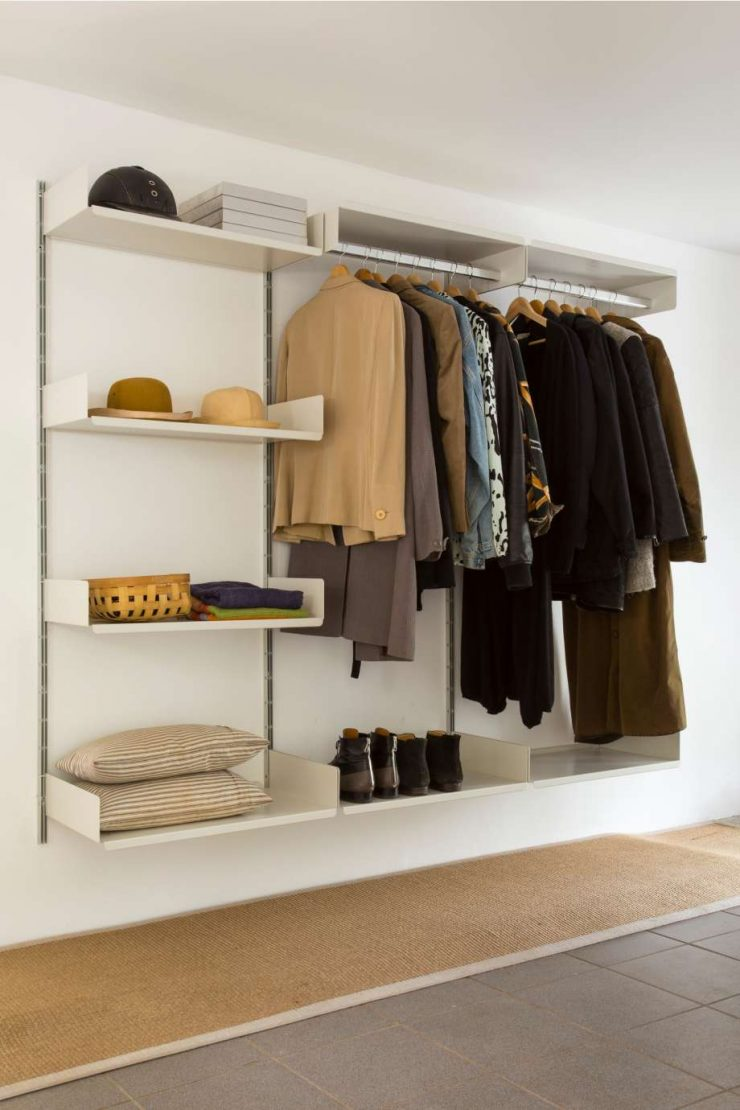 75 вариантов использования полок в интерьере квартиры с фото