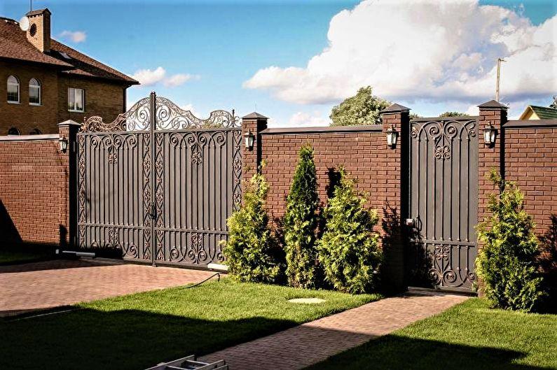 забор для дома в современном стиле