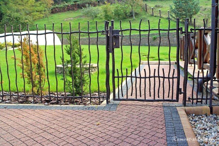 красивый забор для загородного дома фото