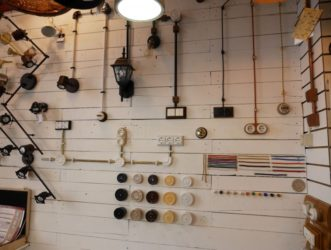 Монтаж ретропроводки в деревянном доме