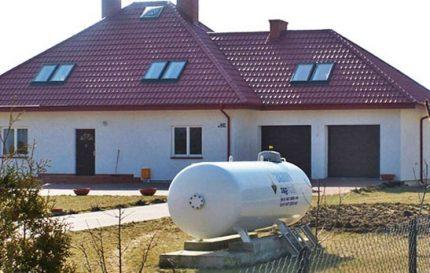 Газгольдер для частного дома: плюсы и минусы, виды, как рассчитать объем, установка, заправка, рейтинг