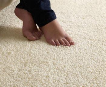 Теплый пол под ковролин: разновидности и советы по выбору, особенности и стоимость монтажа