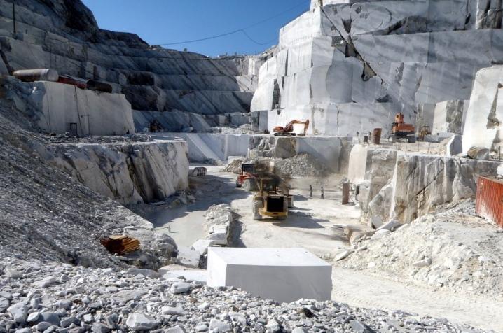Камень мрамор: свойства, разновидности, цвета и применение (фото)