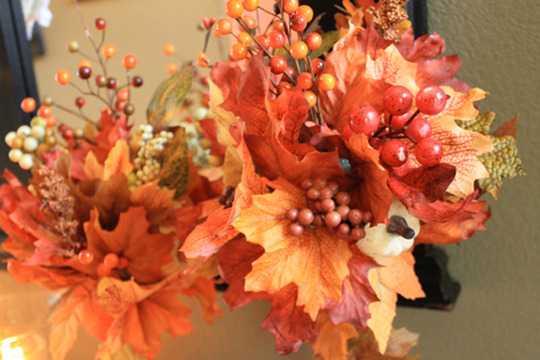 букет из листьев клена и рябины