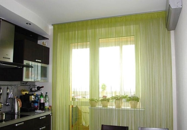 шторы на кухню с балконной дверью современный