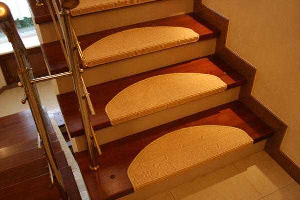 Чем обшить деревянную лестницу: выбираем отделку