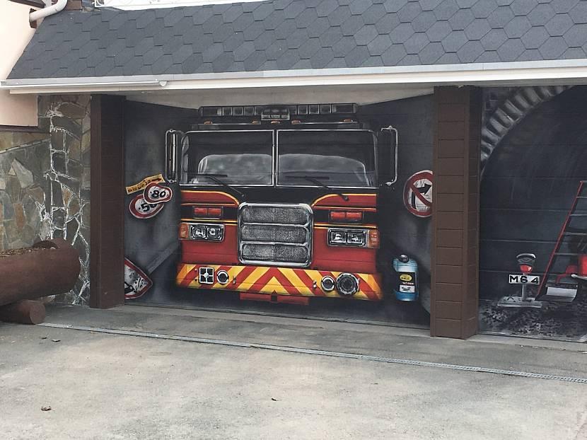 чем покрасить ворота гаража