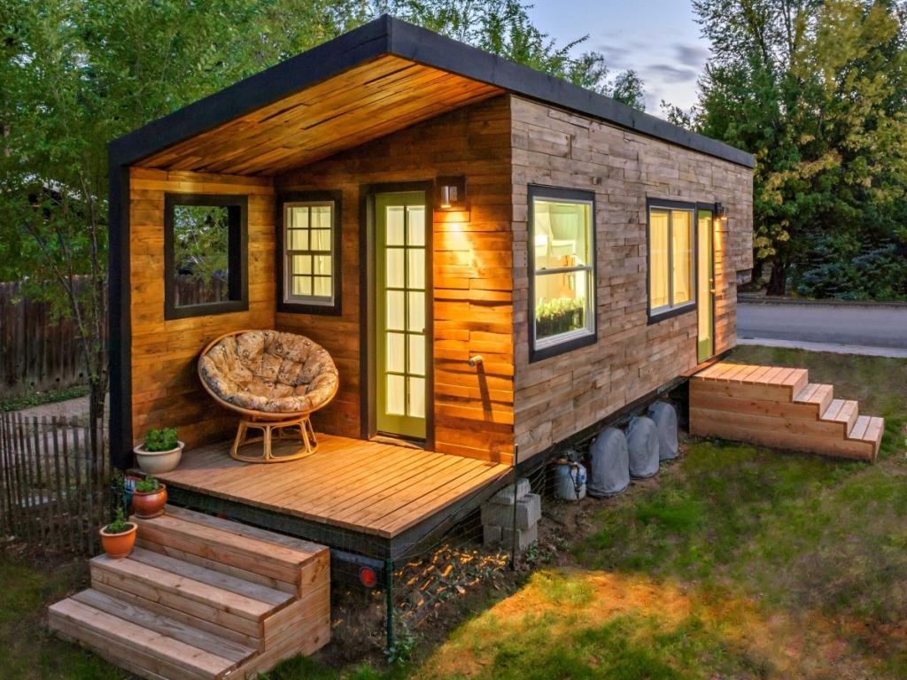 Как построить дачный дом своими руками?