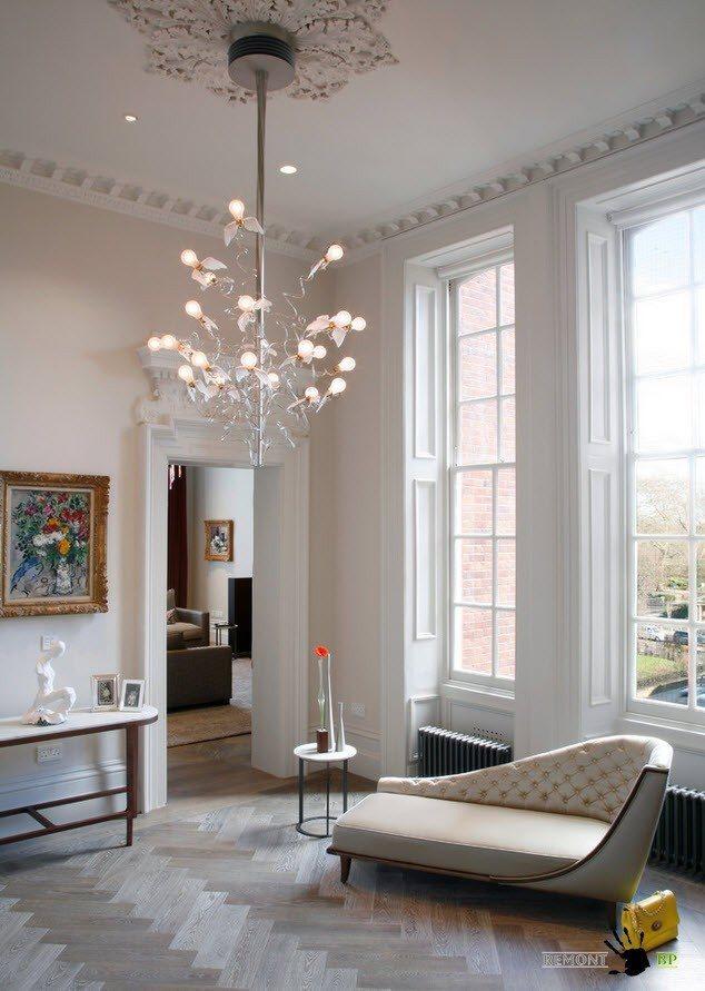 Люстра в гостиную - самые красивые варианты для интерьера на фото