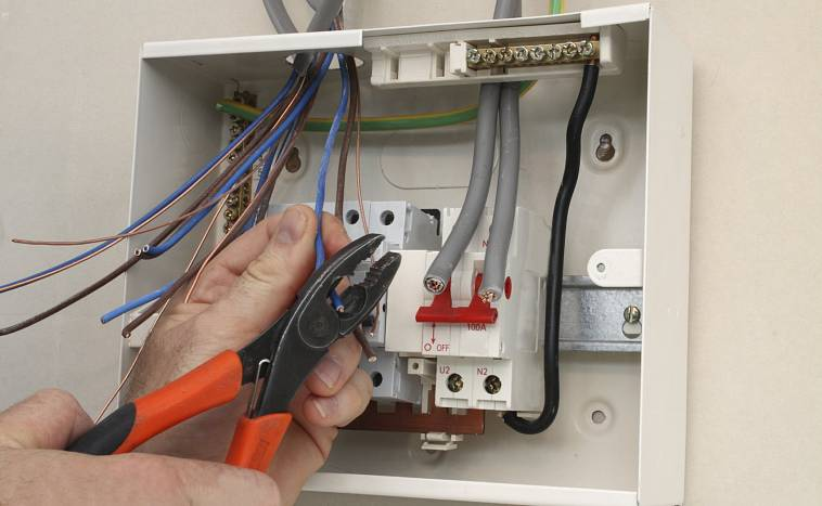 Проведение электричества на участок. сколько стоит провести на участок электричество