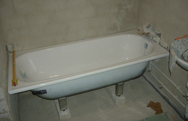 Пойти в ванную, принять ванну. как все-таки правильно - ванна или ванная?