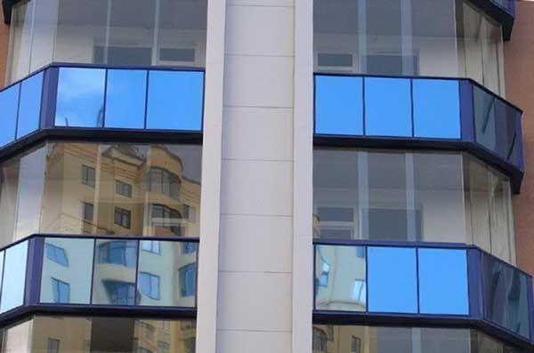 Безрамное остекление балконов и лоджий: преимущества и недостатки