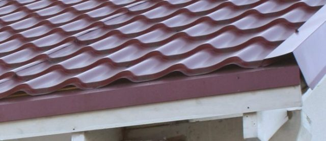 Конек для крыши из металлочерепицы: все о коньковых планках и их установке на металлочерепицу