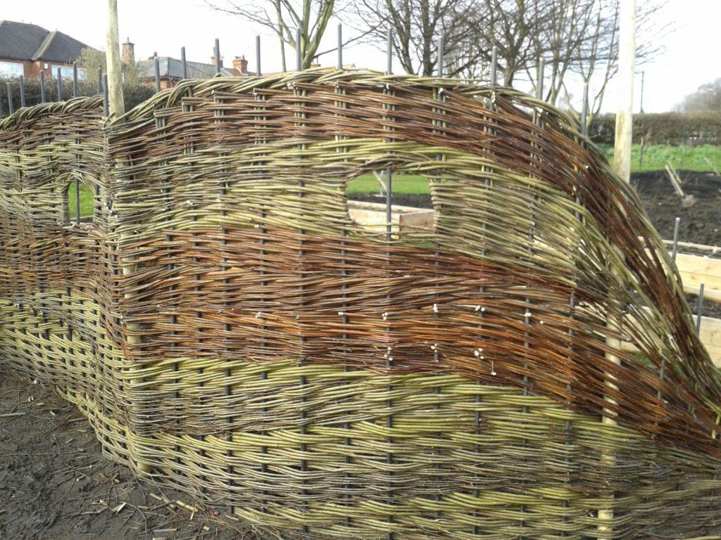 Плетеный забор своими руками: фото, схема, видео инструкция плетеный забор своими руками: фото, схема, видео инструкция