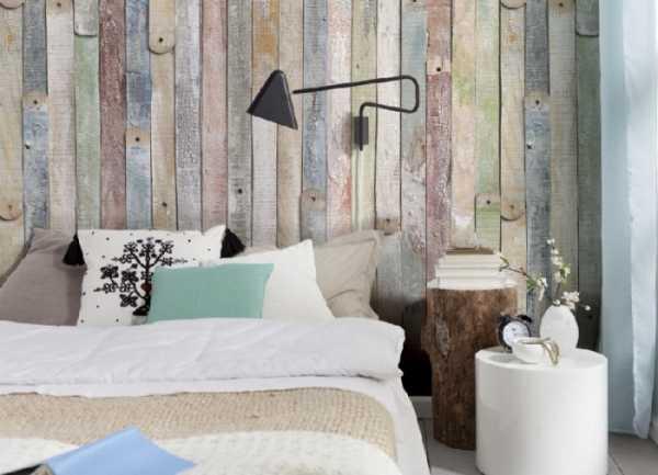 Обои под дерево бумажные виниловые с белым рисунком в интерьере кухни, самоклеящееся покрытие для стен с имитацией древесной структуры