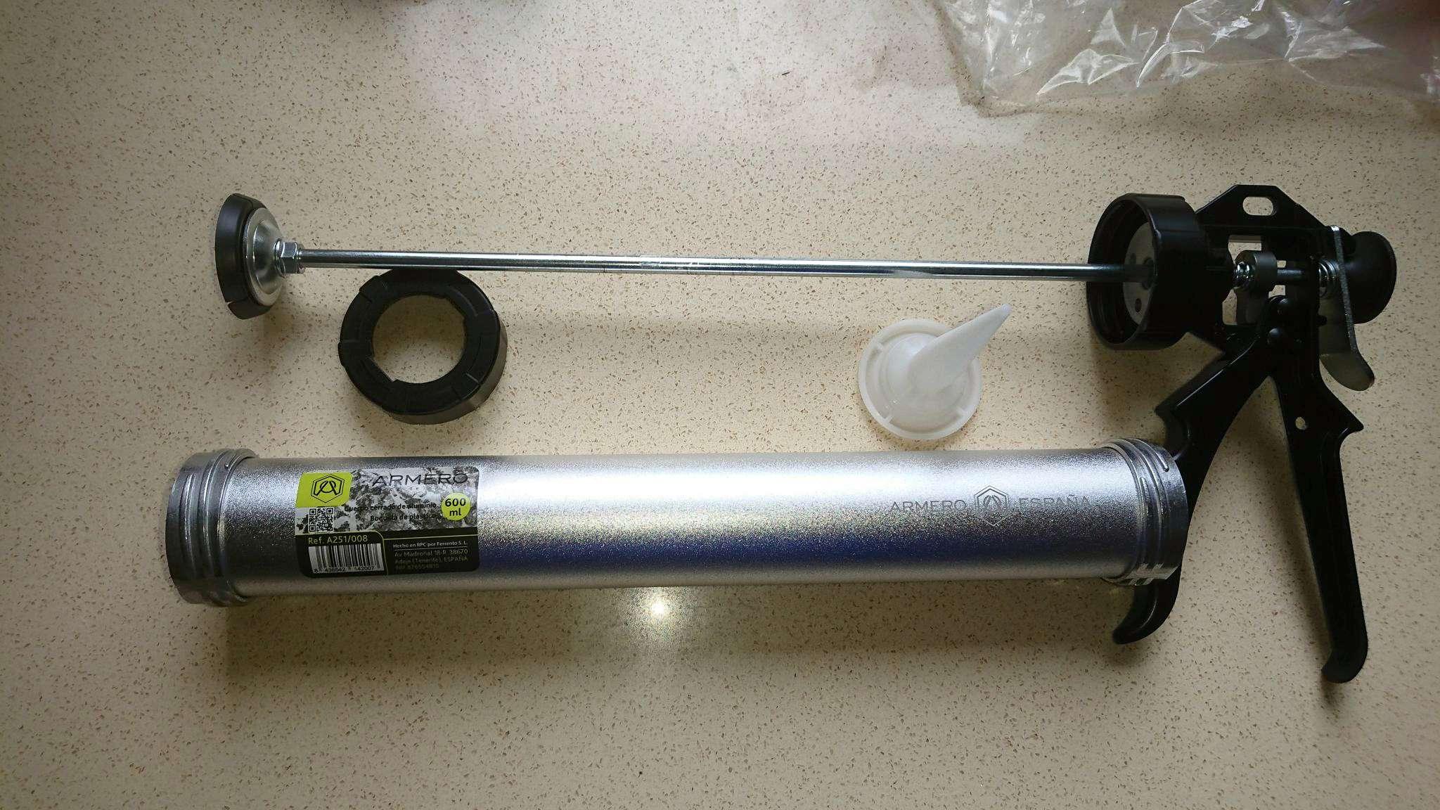 Пистолет для герметика (31 фото): скелетный профессиональный вариант для силиконового клея, полукорпусные конструкции