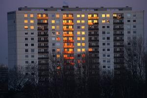 Если мигает свет в квартире: каковы причины, кто несет ответственность и куда обращаться?