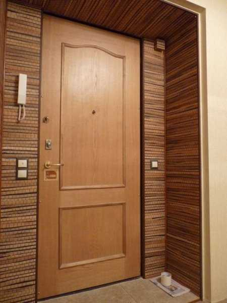внутренняя отделка входной двери в квартире