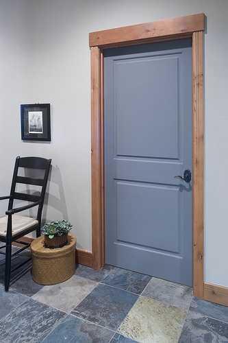 темные двери в интерьере квартиры реальные фото