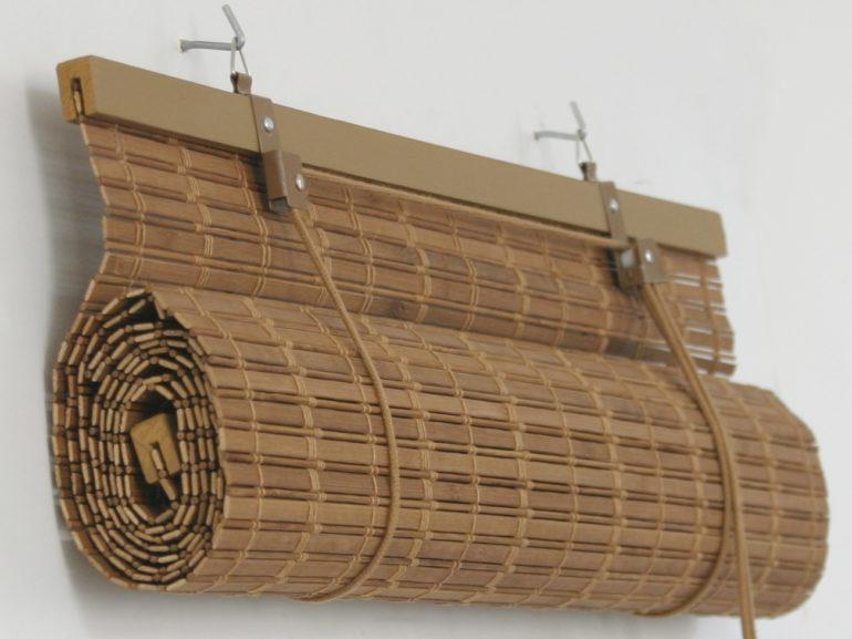 Как украсить дверной проем с помощью бамбуковых штор