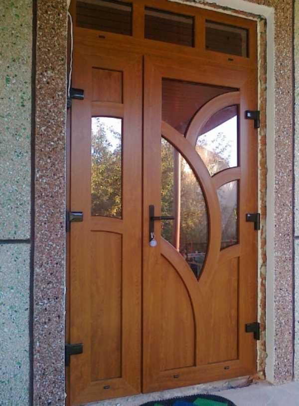 Дешево — не значит плохо: рассматриваем входные двери из пвх подробнее